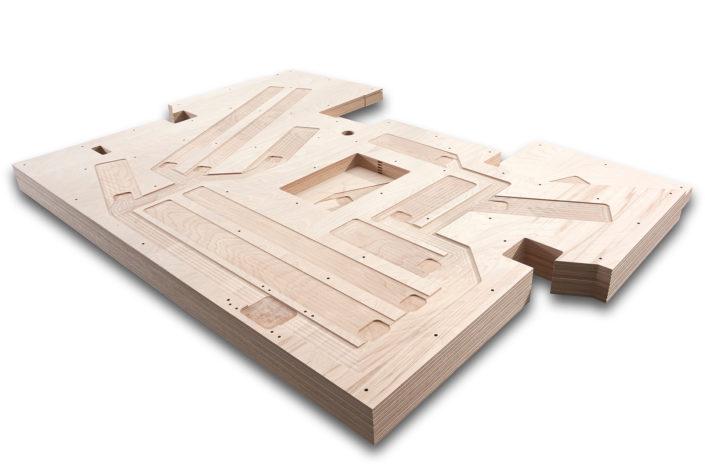 CNC-bearbeitete und einbaufertige Bodenplatte für die Führerkabinen in Zügen